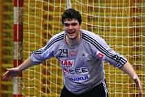 SRDCAŘ, HECÍŘ, takový je dlouholetý kapitán pražské Dukly, gólman Tomáš Petržala.