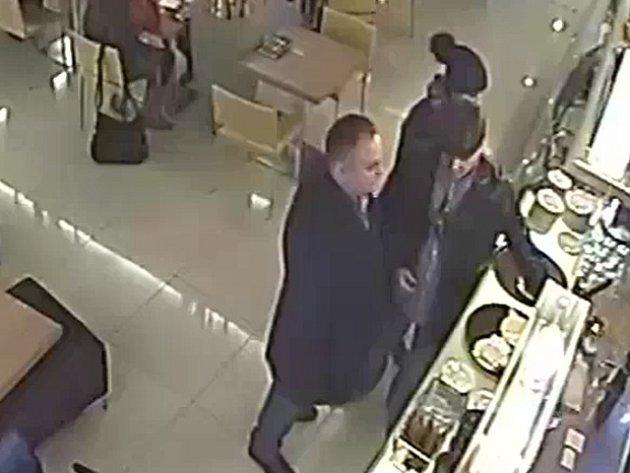 Krádež peněženky s tržbou v kavárně nákupního centra v Letňanech.
