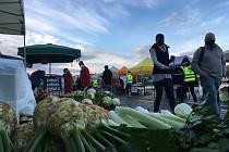 Organizátor farmářských trhů na Náplavce v Praze zrušil kvůli vládním omezením sobotní prodej.