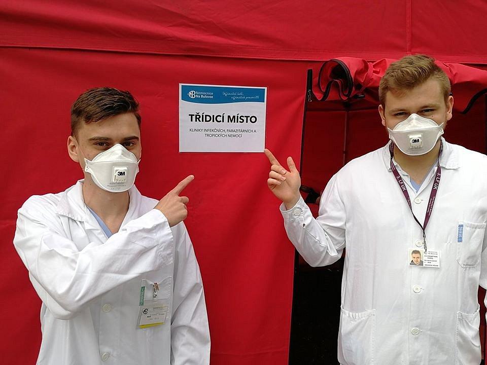 Testovací místo pacientů s podezřením na infekci COVID-19, kterou způsobuje nový typ koronaviru, v Nemocnici Na Bulovce.