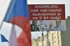 Demonstrace na Václavském náměstí proti Andreji Babišovi a komunistům.