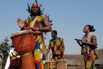 Niachas African, africká hudební formace, která svou produkcí dokreslovala jistou atmosféru divočiny v pražské Troji.