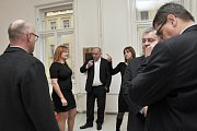 Bývalý ředitel Nemocnice Na Homolce v Praze Vladimír Dbalý odmítl obžalobu, která jeho a dalších šest lidí viní s korupce a manipulace veřejných zakázek na digitalizaci chorobopisů za 146 milionů korun a nákup Leksellova gama nože za 140 milionů korun.