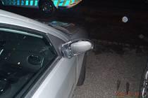 Pod vlivem alkoholu poničil vandal sedm aut