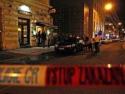 Okolí restaurace policie neprodyšně uzavřela.