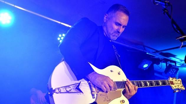 Zpěvák a kytarista Jan Kalousek vystoupil v úterý 26. ledna 2016 po pětileté odmlce na koncertě v Praze.
