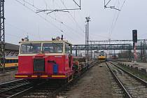 Vlak projel návěstidlo v poloze stůj, zastavil 37 metrů od stroje SŽDC.