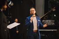 Král českého swingu, Jan Smigmátor, kterého soutěžící doprovázeli.
