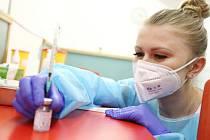 Zahájení očkování na poliklinice ve Spálené ulici vakcínou Moderna v pondělí 1. března 2021.