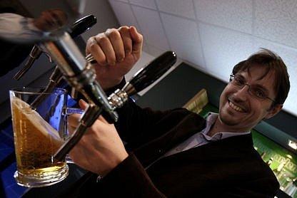 """""""Rozsah školení ušijeme zákazníkovi po domluvě na tělo,"""" komentuje výhody pivovarnické školy Pavel Barvík,tiskový mluvčí společnosti Pivovary Staropramen."""