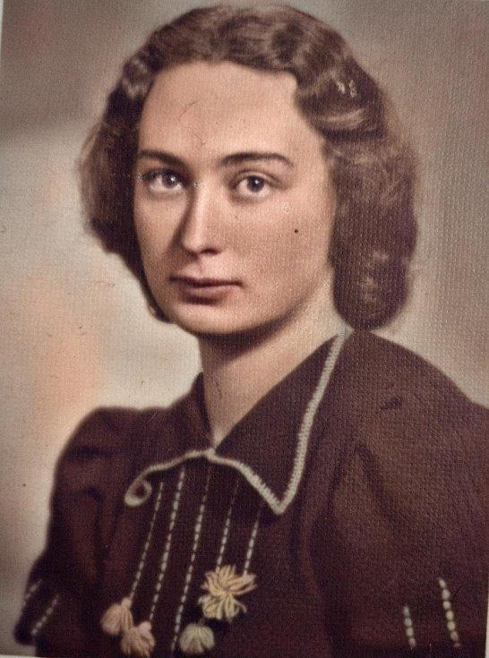 Jarmila Weinbergerová v tanečních v roce 1941.