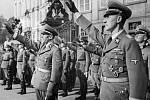 Reinhard Heydrich – Reinhard Heydrich mimo jiné velel bezpečnostní a zpravodajské složce SD (Sicherheitsdienst), které někteří obyvatelé donášeli zprávy o aktivitách odbojářů a nepřátel Říše.