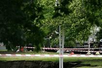 TO SE STÁVÁ. Lidského viníka propadu tunelu ve Stromovce komise báňských expertů zatím nenašla.