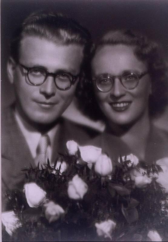 Pavel a Věra Olivovi na svatební fotografii.