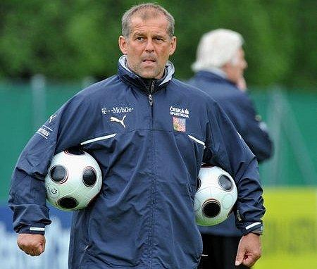 Poprvé od neúspěšného vystoupení na mistrovství Evropy a s novým koučem Petrem Radou se sejdou čeští fotbaloví reprezentanti.
