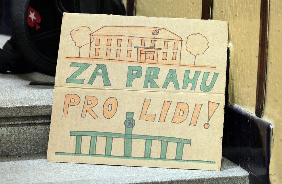 Fanoušci Bohemians 1905 v čele s Ivanem Trojanem na Magistrátu hl. m. Prahy.