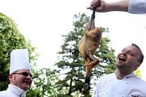 Třídenní svátek jídla Prague Food Festival začal v pátek 24. května 2013 v Královské zahradě Pražského hradu.