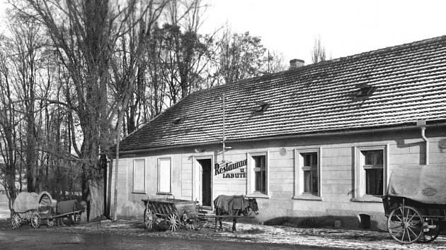 Restaurace u Labutě. Historie této krčské restaurace sahá až do 14. století.