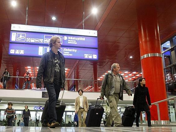 Prezident Václav Klaus společně se svým italským protějškem Napolitem slavnostně otevřeli 14. dubna nově zrekonstruovanou odbavovací halu pražského Hlavního nádraží.
