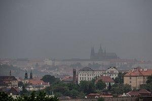 Bouřka nad Prahou - Ilustrační foto