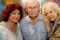 ÚSTŘEDNÍ TROJICE. Naďa Konvalinková, Lubomír Lipský a Květa Fialová se představí ve hře Manžel pro Opalu.