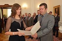 Předseda Poslanecké sněmovny Jan Hamáček předal osvědčení o absolvování stáže 37 studentům