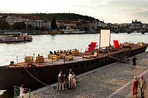 Avoid Floating Gallery v Praze.