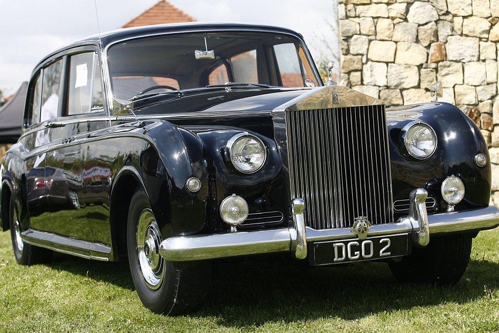 Rolls-Royce Phantom V z roku 1959. Zajímavostí konkrétně tohoto vozu je, že jej prvním majitelem byl ředitel pojišťovny Lloyd´s a vlastnil jej až do roku 2003.
