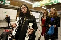 Happening rozloučení s posledním nočním metrem, který pořádalo Pražské fórum, proběhl 3. března ve stanici Muzeum v pražském metru.