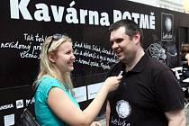 Slavnostní otevření kavárny Potmě na Ovocném trhu.