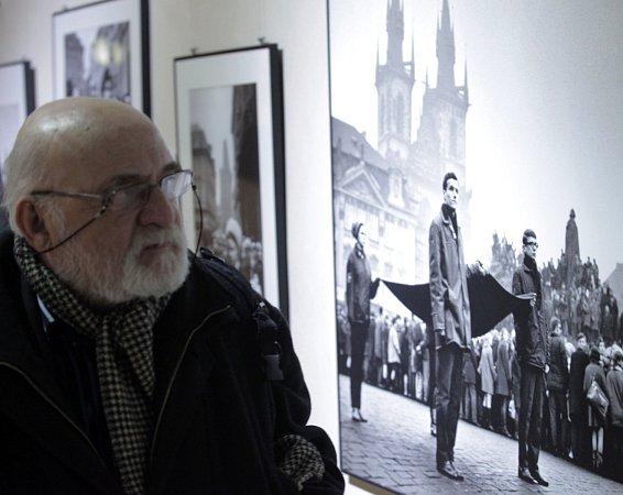 Zahájení výstavy fotografií Jan Palach,která se koná při příležitosti 45.výročí jeho tragického úmrtí. Vystaveno je 130fotografií od 27fotografů. Staroměstská radnice 3.února.