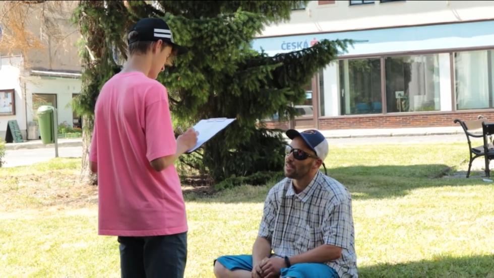 Gymnazisté z Přírodní školy prováděli průzkum týkající se očkování v Praze a okolí.