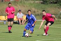Víkend je plný fotbalu i dalších sportovních událostí. Snímek je z utkání fotbalové 1. B třídy Lipence - Miškovice.