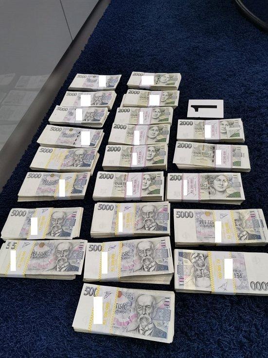 Kriminalisté z NCOZ odhalili podvod za více než miliardu korun a zabavili obviněným majetek.