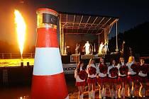 Ostroh Libeňského ostrova na Vltavě mezi Libní a Holešovicemi se od 24. září může pyšnit novou raritou - v podvečer zde byl slavnostně uveden do provozu první funkční maják na řece.