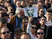 Demonstrace proti Zemanovi a Babišovi na Hradčanském nám.