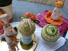 Soutěž v carvingu, neboli uměleckém vyřezávání ovoce a zeleniny: sousoší 'Malí filmoví hrdinové' od kuchaře Radka Vacha.