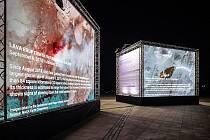Na počest mezinárodního Dne Země (22. 4.) umístili pořadatelé Signal Festivalu do areálu holešovického Výstaviště Praha instalaci The Room of Change od italského studia Accurat, která sleduje změny životního prostředí na planetě Zemi.