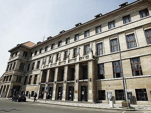 PRAŽSKÁ MĚSTSKÁ KNIHOVNA dnes sídlí na Mariánském náměstí. Přestěhovala se sem zkuriózního místa: ztrestnice.