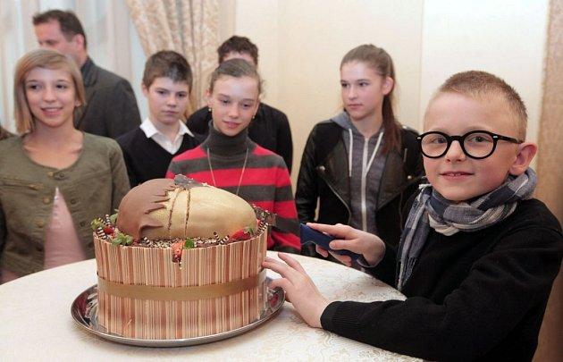 Setkání sdeseti vítězi soutěže pro talentované a nadané děti Zlatý oříšek