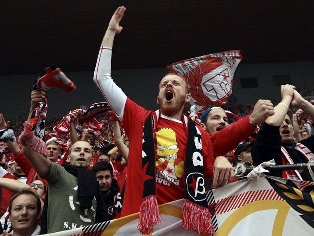 Fanoušci Slavie při derby se Spartou. Ilustrační foto.