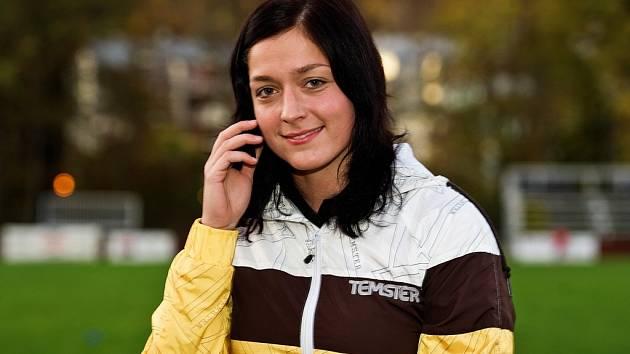 PŮVABNÁ MLADÁ ŽENA, ragbistka – pracující jako terénní sociální pracovnice Šárka Šimánková.
