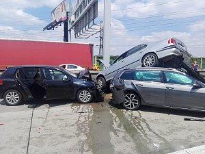 Hromadná nehoda na Pražském okruhu.
