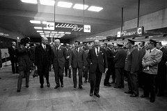 Linka metra C byla otevřena 9. 5. 1974 na počest osvobození Československa Rudou armádou. Slavnostního okamžiku se účastnil mimo jiné i generální tajemník ÚV KSČ Gustáv Husák (třetí zleva, světlý oblek).
