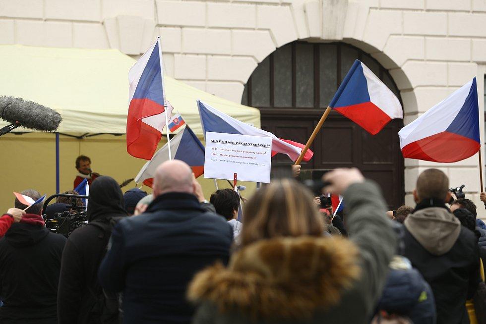 Demonstrace proti vládním opatřením na boj proti epidemii se na náměstí Republiky konala ve středu 28. října 2020.