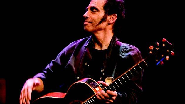 Člen kapely Bruce Springsteena Nils Lofgren