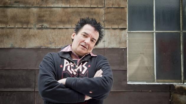 Zpěvák a frontman punkové skupiny Plexis Petr Hošek.