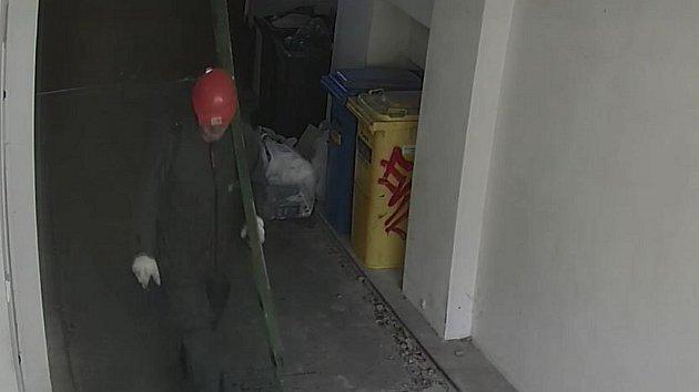 Muž podezřelý ze žhářství