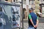 Vernisáž výstavy o Malostranském náměstí.