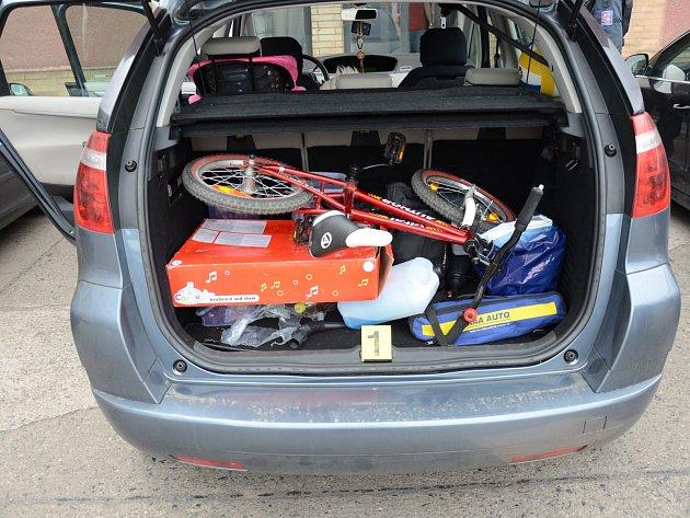 Rodinné auto skrývalo nezdaněná cigára